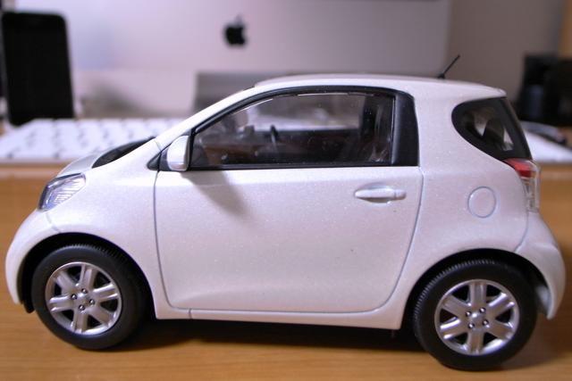 TOYOTA iQのミニカーの写真